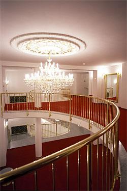 Interiér divadla - průhled z II pořadí